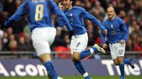 Penyerang Timnas Italia U-21, Giampaolo Pazzini mencetak hattrick ketika melawan Timnas Inggris U-21 di Wembley Stadium, 24 Maret 2007. (AFP/PAUL ELLIS).