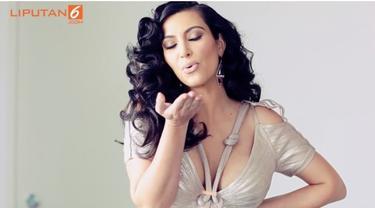 Kim Kardashian keranjingan pose bugil dirinya pasca-melahirkan, memamerkannya di Instagram. Seperti apa ceritanya? Saksikan hanya di Starlite!