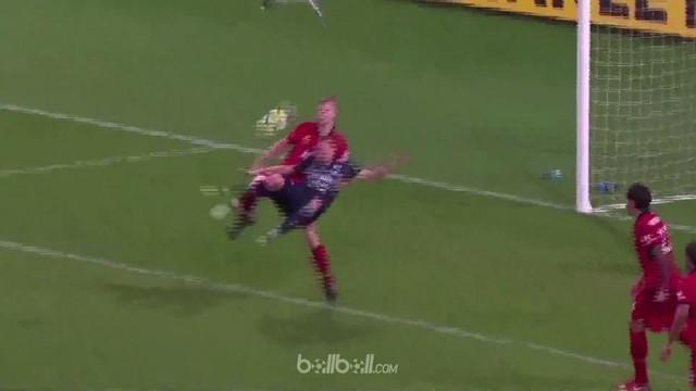 Besart Berisha mencetak gol akrobatik di menit ke-89 untuk mengantar Melbourne Victory ke babak semifinal A-League dan meraih keme...