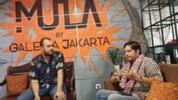 Pembicara Desmond Anabrang dan Bregas Harrimardoyo sedang menjelaskan sejarah Meet the Makers (dok Liputan6.com/Ossid Duha Jussas Salma)
