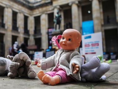Boneka Demo Kekerasan seksual Anak