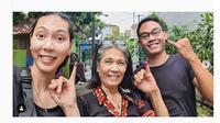 Pebulu tangkis ganda campuran Indonesia Gloria Emmanuelle Widjaja menggunakan hak pilihnya di Pemilu 2019. Gloria mencoblos di Bekasi, Jawa Barat. (foto: Instagram)