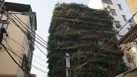 Bangunan diselimuti tanaman menjalar hingga menutupi seluruh bangunan lima lantai (Dok.Beta Dantri.com)