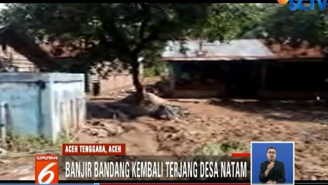 Jembatan penghubung yang terletak di Desa Jalatunda putus saat diterjang banjir bandang tiga hari lalu.