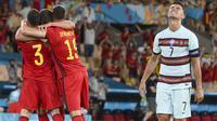 Akhirnya Belgia keluar sebagai pemenang di laga tersebut dengan skor 1-0. Belgia nantinya akan menantang Italia di partai Perempatfinal Euro 2020 sedangkan juara bertahan Portugal terpaksa pulang kampung lebih dahulu. (Foto: AP/Pool/Lluis Gene)
