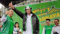 Managing Director Grab Indonesia Ridzki Kramadibrata dan Menhub Budi Karya. (Foto: Grab Indonesia)