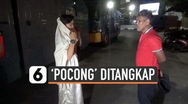 Pengguna jalan di kota Makassar diresahkan aksi iseng sejumlah remaja yang memakai pakaian menyerupai pocong. Pelaku akhirnya ditangkap polisi Minggu (3/11) malam.