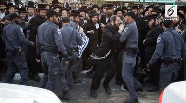Sekelompok Yahudi Ultra Ortodoks melakukan unjuk rasa yang menimbulkan kericuhan.