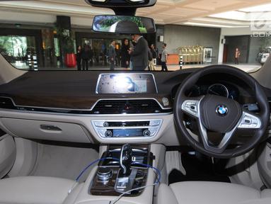 Interior BMW seri 7 yang dibuat untuk tamu saat peluncuran BMW Premium Shuttle Shangri-La Exclusive Staycation di Jakarta, Selasa (10/7). Program kerjasama ini untuk tamu sebagai paket menginap dan tranportasi di wilayah Jakarta. (Merdeka.com/Dwi Narwoko)