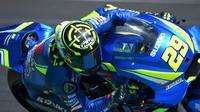 Pembalap Suzuki Ecstar, Andrea Iannone beraksi pada latihan bebas MotoGP Prancis 2018 di Sirkuit Le Mans. (Jean-Francois MONIER / AFP)