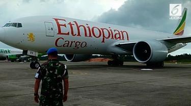 TNI AU daratkan paksa pesawat kargo asing dari Ethiopia.