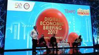 (kiri) Menkominfo Rudiantara, CEO dan (kiri tengah) Presiden Direktur Indosat Ooredoo Joy Wahyudi, (kanan tengah) Kepala Bekraf Triawan Munaf, (kanan) Presiden Direktur Tempo Toriq Hadad. Liputan6.com/Jeko Iqbal Reza