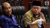 Ketua DPD La Nyalla Mahmud Mattalitti ( kanan) saat memimpin jalannya rapat paripurna di gedung Nusantara V, kompleks MPR/DPR, Senayan, Jakarta, Rabu (2/10/2019). Berdasarkan revisi UU MD3, jumlah pimpinan MPR ditambah dari 5 menjadi 10 orang. (Liputan6.com/Johan Tallo)