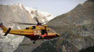 20160909-Puluhan Terjebak dalam Kereta Gantung di Pegunungan Alpen-AFP