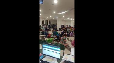 Pasien Covid-19 di RSD Wisma Atlet, Jakarta Pusat, berjebul di ruang tunggu