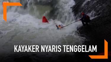 Seorang pemain kayak atau yang biasa disebut kayaker, jatuh dan terjebak di kano miliknya. Ia pun hampir saja tenggelam saat bermain di sungai yang arusnya deras tersebut.
