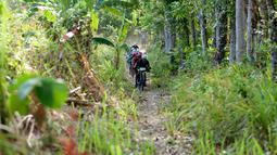 Pebalap sepeda mengikuti kejuaraan Mountain Bike Cross Country Marathon (MTB XCM) di Kawasan Tanjung Lesung, Pandeglang, Banten, Sabtu (29/9). Kejuaraan lintas alam tersebut berlangsung dari 28 hingga 30 September 2018. (Liputan6.com/HO/Nick)