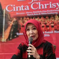 Damayanti Noer, istri mendiang Chrisye, mengaku kaget saat dirinya di kontak. Akan diadakan pertunjukan lagu-lagu Chrisye dengan banyak paduan suara. (Adrian Putra/Bintang.com)