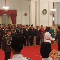 Presiden Jokowi mengukuhkan 68 anggota Paskibraka di Istana Negara. (Liputan6.com/Hanz Salim)
