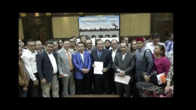 Partai Nasdem laporkan Rizal Ramli ke Polda Metro Jaya atas dugaan pencemaran nama baik Surya Paloh yang bermain dalam kebijakan impor pemerintah.