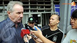 Alfred Riedl mengaku telah mengantongi beberapa nama yang akan menjadi kandidat pemain Timnas (Liputan6.com/Helmi Fithriansyah)