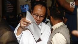 Mantan Kapolda Metro Jaya Komjen (Purn) Muhammad Sofyan Jacob memasuki ruang Ditreskrimum Polda Metro Jaya untuk menjalani pemeriksaan di Jakarta, Senin (17/6/2019). Didampingi kuasa hukumnya, Sofyan Jacob memenuhi panggilan sebagai tersangka kasus dugaan makar. (merdeka.com/Iqbal S Nugroho)