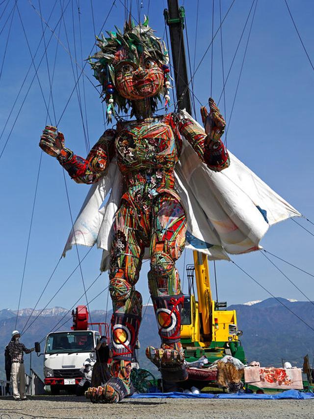 FOTO: MOCCO, Boneka Raksasa Olimpiade Tokyo