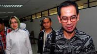 Airin Rachmi Diany setia menemani Tubagus Chaeri Wardhana alias Wawan di Pengadilan Tindak Pidana Korupsi Jakarta, Senin (9/6/2014) (Liputan6.com/Miftahul Hayat)