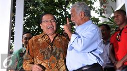 Suasana keakraban antara Rizal Ramli dan Xanana Gusmao usai mengadakan pertemuan terkait kerja sama bidang kemaritiman dalam hal illegal fishing, Jakarta, Minggu, (23/8/2015). (Liputan6.com/Johan Tallo)