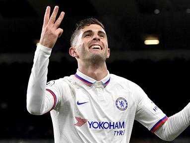 Pemain Chelsea Christian Pulisic melakukan selebrasi usai mencetak gol ke gawang Burnley pada laga Liga Inggris di Turf Moor, Burnley, Inggris, Sabtu (26/10/2019). Chelsea menang 4-2 dengan Pulisic  mencetak hattrick. (Anthony Devlin/PA via AP)