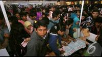 Sebanyak sembilan ribu lowongan kerja yang tersedia untuk bekerja di ratusan pabrik besar di Tangerang yang pada pameran bursa kerja tersebut, Tangerang, Jumat (22/8/2014) (Liputan6.com/Faisal R Syam)