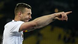 Lukas Podolski  menempati peringkat ketiga top scorer timnas Jerman dengan koleksi gol sebanyak 49 kali. Tercatat Podolski mencetak gol pertamanya pada 21 Desember 2004. (EPA/Ronald Wittek)