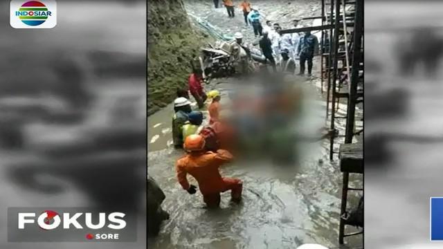 Polisi dalami penyebab ambruknya jembatan layang atau operpass proyek Tol Madado-Bitung, Minahasa Utara, dengan memeriksa saksi-saksi.