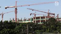 Suasana pembangunan gedung bertingkat di Jakarta, Senin (7/5). Pertumbuhan ekonomi kuartal 1 2018 tersebut lebih baik dibandingkan pertumbuhan ekonomi pada periode sama dalam tiga tahun terakhir.  (Liputan6.com/Immanuel Antonius)