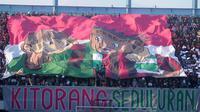 Pemandangan koreografi yang disuguhkan Slemania dalam laga PSS melawan Persipura di Stadion Maguwoharjo, Kamis (19/9/2019). (Bola.com/Vincentius Atmaja)
