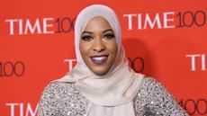 Atlet Ibtihaj Muhammad saat menghadiri Gala 100 TIME di Manhattan, New York, AS, Selasa (25 /4). Ibtihaj merupakan atlet anggar yang berasal dari Amerika Serikat. (AFP Photo)