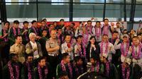 Timnas Indonesia U-22 tiba di Bandara Soekarno Hatta Tangerang, Rabu (27/2/2019), setelah menjuarai Piala AFF U-22 2019 di Kamboja. (Bola.com/Benediktus Gerendo Pradigdo)