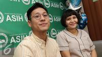 Junior Liem dan Putri Titian menggelar konfrensi pers terkait kelahiran anak pertama mereka di RS Asih, Jakarta. (Herman Zakharia/Liputan6.com)