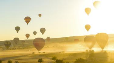 Keindahan Kota Wisata Cappadocia yang Dihiasi Aneka Balon Udara