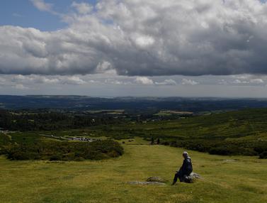 Menikmati Suasana Taman Nasional Dartmoor di Inggris