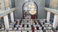Masjid Ad-Da'wah Muhammadiyah Kaltim di Kota Samarinda menggelar Salat Taraweh berjamah dengan peneraan protokol kesehatan yang ketat.