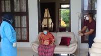 Bupati Ogan Ilir Ilyas Panji Alam bersiap untuk menggelar konferensi pers tatap muka langsung ke para jurnalis tentang dirinya positif Covid-19 (Liputan6.com / Nefri Inge)