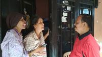 Empat bersaudara warga Kota Cirebon mengalami gangguan jiwa dan tinggal dalam satu rumah kontrakan. Foto (Liputan6.com / Panji Prayitno)