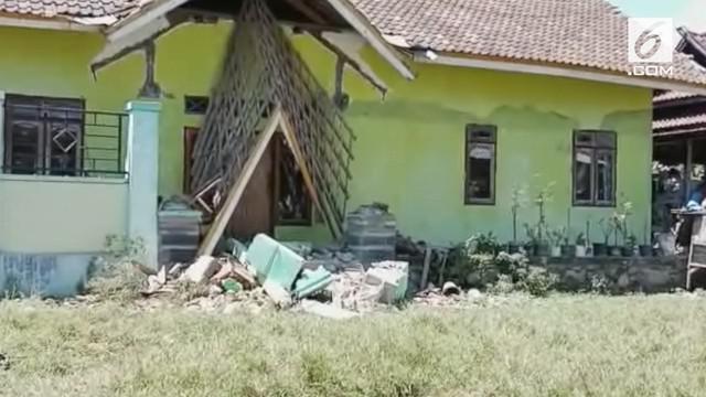 Gempa magnitudo 7 yang mengguncang Lombok mengakibatkan 11 orang meninggal.