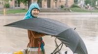 'Under-cover' pelindung dari hujan (Sumber: Twitter/@mashable)