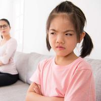 Anak bisa makin berontak saat dibentak./Copyright shutterstock.com