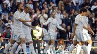 Pemain Real Madrid merayakan gol Gareth Bale. (AP Photo/Francisco Seco)