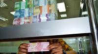 Untuk alasan keamanan, Bank Idonesia Bengkulu terpaksa memindahkan lokasi penukaran uang kertas baru untuk kebutuhan lebaran (Liputan6.com/Yuliardi Hardjo)