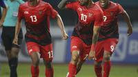 Stefano Lilipaly bersama Febry Haryadi dan Beto berselebrasi usai melakukan gol gol yang luar biasa ke gawang Chinese Taipei. (AP Newsroom)