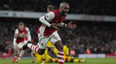 Arsenal hampir menuai kekalahan dari tamunya Crystal Palace dalam laga lanjutan Liga Inggris di pekan ke-8, Senin (18/10/2021). Alexandre Lacazette tampil sebagai penyelamat di ujung laga yang mengunci skor 2-2 sekaligus membuyarkan kemenangan Crystal Palace. (AP/Alastair Grant)